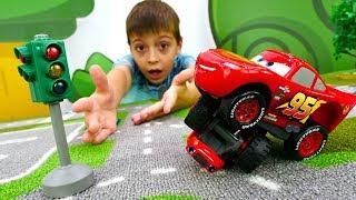 Маквин учит дорожные знаки. Мультики для детей с машинками