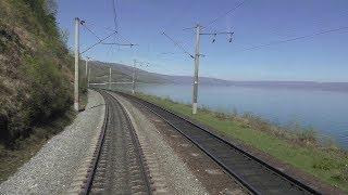 Поездка на поезде. Озеро Байкал. Вид из окна поезда. Сибирь