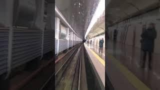 Вид с кабины машиниста, киевского метро.